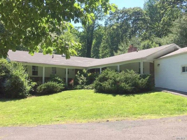 4 BR,  3.00 BTH  Exp ranch style home in Lloyd Neck